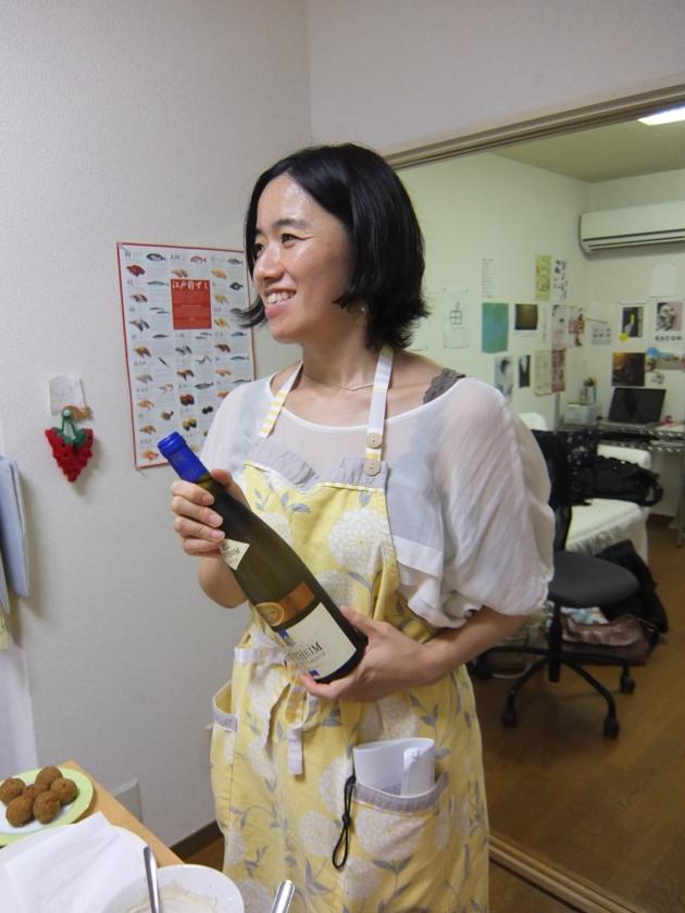 今回は、参加者の一人がワインを持ってきてくださいました。いいアイディア!今度私もやろうと思います☆
